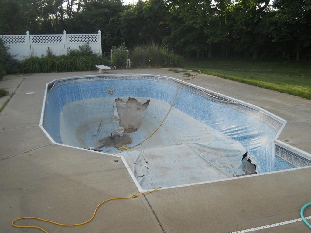 Slimy Pool Laff With Lori